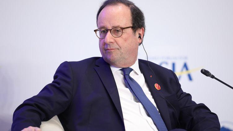 L'ancien président français François Hollande, le 26 mars 2019, lors d'une conférence àQionghai(Chine). (DYCJ / IMAGINECHINA / AFP)