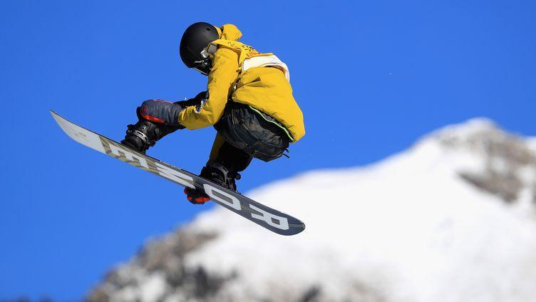 Le Japonais Yuri Okubo, en compétition de Big Air Snowboarding. (GETTY IMAGES)