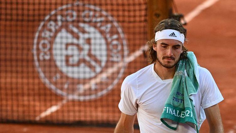 Stéfanos Tsitsipas durant la finale de Roland-Garros, le 13 juin 2021. (CHRISTOPHE ARCHAMBAULT / AFP)