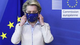 La présidente de la Commission européenne, le 5 mai 2021 à Bruxelles (Belgique) lors d'une conférence. (YVES HERMAN / POOL / AFP)
