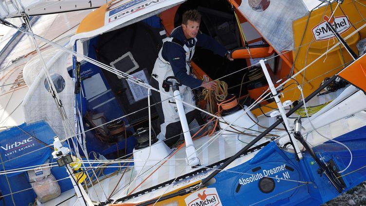 Jean-Pierre Dick à la barre de son bateau sur le Vendée Globe (DAMIEN MEYER / AFP)