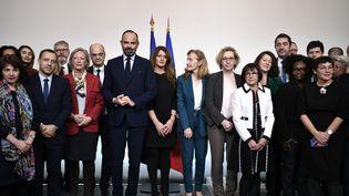 Edouard Philippe et ses ministres, le 25 novembre 2019, à Matignon, à Paris. (STEPHANE DE SAKUTIN / AFP)