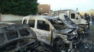 Des voitures incendiées à Bellaing (Nord), le 1er janvier 2016. (FRANCE 3 NORD-PAS-DE-CALAIS)