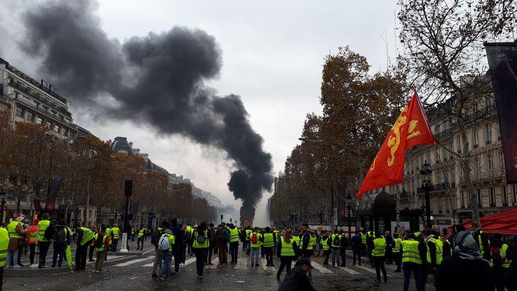 """Manifestation des """"gilets jaunes"""", samedi 24 novembre 2018 sur les Champs-Elysées, à Paris. (BENJAMIN ILLY / FRANCE INFO)"""