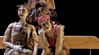 """""""LeCoeur Cousu"""", marionnettes et théâtre d'objets, la dernière création du théâtre de la Licorne adapte le roman de Carole Martinez  (France 3 / Culturebox)"""