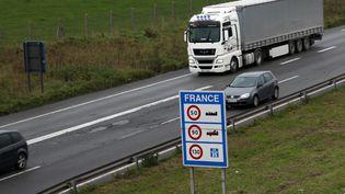 A la frontière franco-belge, à Halluin (Nord), un panneau indique l'entrée en France, vendredi 6 novembre 2015. (CITIZENSIDE/THIERRY THOREL / CITIZENSIDE.COM / AFP)