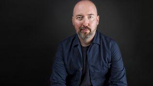 """L'écrivain écossaisDouglas Stuart, lauréat du Booker prize pour son premier roman """"Shuggie Bain"""", le 19 novembre 2020. (MARTYN PICKERSGILL / THEBOOKERPRIZES)"""