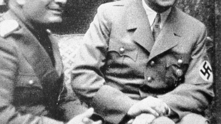 Benito Mussolini et Adolf Hitler, à Munich (Allemagne), en 1938 (JOHN MEEK / THE ART ARCHIVE / AFP)
