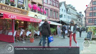 Des restaurants dans une rue de Rouen. (France 2)