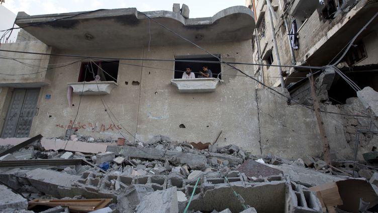 Une maison de Gaza détruite par un bombardement israélien, le 16 juillet 2014. (MAHMUD HAMS / AFP)