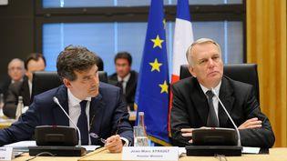 Le ministre du Redressement productif, Arnaud Montebourg, et le Premier ministre, Jean-Marc Ayrault, lors d'une conférence nationale pour l'industrie, le 11 juillet 2012 à Paris. (WITT / SIPA)