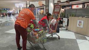 La Banque alimentaire a lancé sa collecte nationale samedi 30 novembre. Des dons en légère baisse cette année. (France 2)