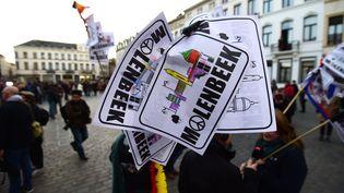 Recueillement dans les rues de Molenbeek, le 18 novembre 2015. (EMMANUEL DUNAND / AFP)