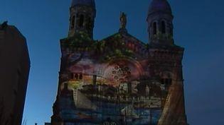 La balade d'hiver nous emmène à Saint-Raphaël dans le Var, c'est la nuit que cette ville prend une autre couleur avec des illuminations et spectacles de lumière. (FRANCE 2)