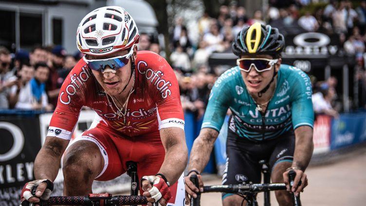 Tanguy Turgis termine Paris-Roubaix dans la roue de son frère, Jimmy