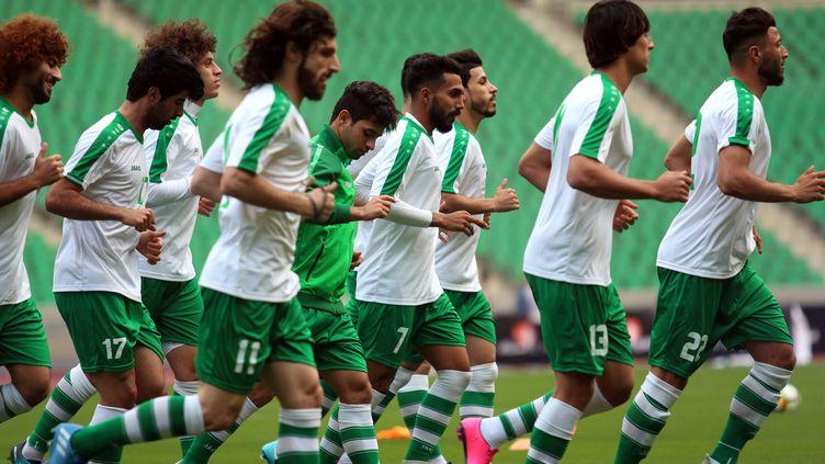 L'équipe nationale de football de l'Irak, lors d'un entraînement le 27 février 2018 à Bassora (Irak). (HAIDAR MOHAMMED ALI / AFP)