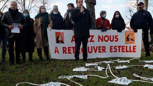 Didier Seban, l'un des avocats d'Éric Mouzin, lors d'une marche en mémoire d'Estelle, le 9 janvier 2021, jour anniversaire des 28 ans de sa disparition. (GEOFFROY VAN DER HASSELT / AFP)
