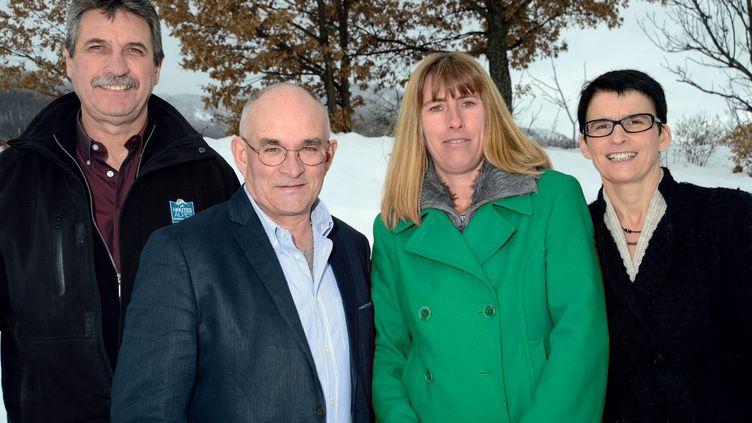 Marcel Cannat et Valérie Garcin (au centre), candidats DVD dans le canton de Guillestre (Hautes-Alpes) pour les élections départementales des 22 et 29 mars 2015, en compagnie de leurs suppléants. (RASSEMBLONS-NOUS POUR L'AVENIR DU GUILLESTROIS-QUEYRAS)