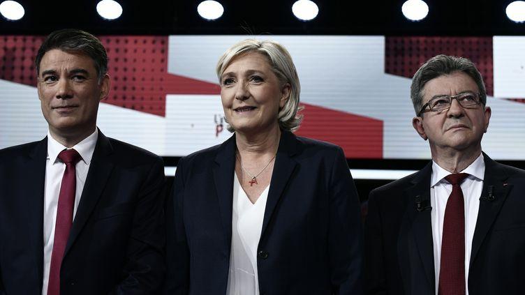 Marine Le Pen, présidente du FN (au centre), Jean-Luc Mélenchon, leader de la France insoumise (à droite) et Olivier Faure, le premier secrétaire du PS (à gauche), sur le plateau de France 2, à Saint-Cloud (Hauts-de-Seine) le 17 mai 2018. (PHILIPPE LOPEZ / AFP)
