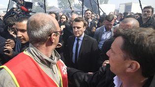 Emmanuel Macron à l'usine Whirlpool, à Amiens, le 26 avril 2017. (ERIC FEFERBERG / AFP)