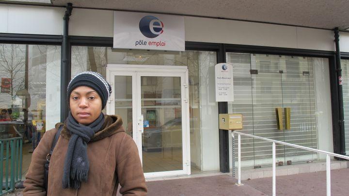 Bomba , 33 ans, n'a droit à aucune aide et doit travailler au noir pour s'en sortir. (FRANCETV INFO)