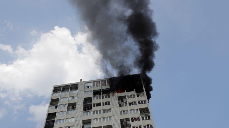 L'imeuble incendié à Aubervilliers (Seine-Saint-Denis), le 26 juillet 2018. (THOMAS SAMSON / AFP)