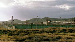 Le camp de détention militaire de Guantanamo (Cuba) où sont détenus 166 prisonniers. (FR VOLKER SKIERKA / DPA / AFP)