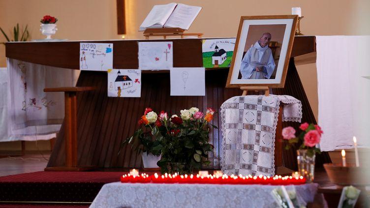 Un portrait du père Jacques Hamel est installé dans l'église de Saint-Etienne-du-Rouvray (Seine-Maritime), le 29 juillet 2016. (CHARLY TRIBALLEAU / AFP)