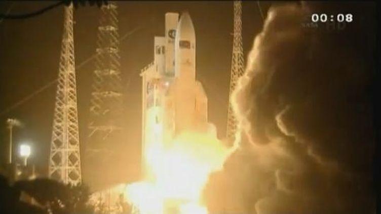 La fusée Ariane 5-ES décolle du centre spatial de Kourou, en Guyane, le 23 mars 2012. (FTVI / REUTERS)