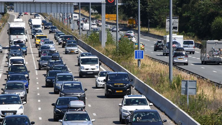Embouteillage sur l'A63 près de Bordeaux, le 3 août 2019. (MEHDI FEDOUACH / AFP)