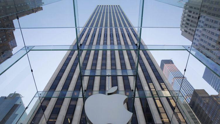 Le logo d'Apple affiché dans son magasin sur 5e avenue à New York (Etats-Unis), le 4 septembre 2014. (MAXPPP)