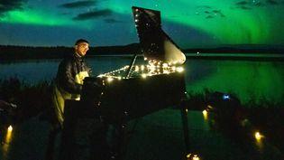 Sofiane Pamart le 8 septembre 2021 en Laponie (Finlande) pour le concert organisé par Cercle sous les aurores boréales. (JEREMIE TRIDARD)