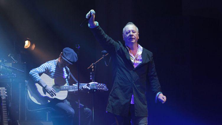 Jim Kerr en concert avec les Simple Minds à Paris, au Grand Rex, le 11 mai 2017  (François Loock / CrowdSpark / AFP)