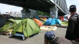 Le campement de migrants de la Chapelle, dans le 18e arrondissement de Paris, le 25 mai 2015. (MAXPPP)