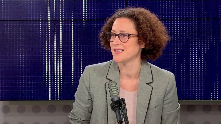 """Emmanuelle Wargon, la ministre déléguée au Logement, était l'invitée du """"8h30 franceinfo"""" dimanche 17 octobre 2021 (FRANCEINFO / RADIOFRANCE)"""