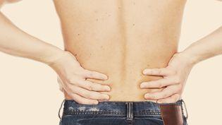 Un germe serait en cause dans 40% des lombalgies chroniques avec hernie discale, selon une étude anglo-danoise publiée début mai 2013. (DENIS KARTAVENKO / GETTY IMAGES NORTH AMERICA)