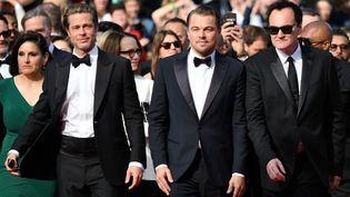 """(De gauche à droite) Brad Pitt, Leonardo DiCaprio et Quentin Tarantino sur les marches pour la projection de""""Once Upon a Time... in Hollywood"""". (ALBERTO PIZZOLI / AFP)"""