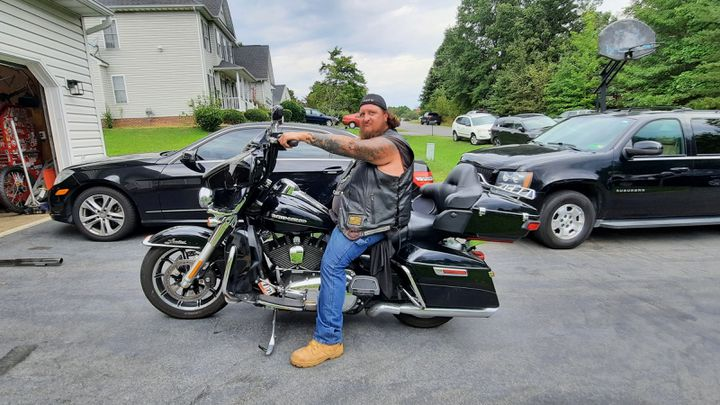 Un membre du club de motards-vétérans, septembre 2021. (BENJAMIN ILLY / RADIO FRANCE)