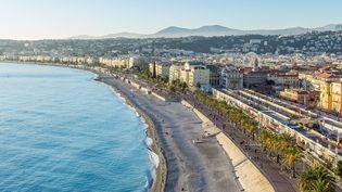 La promenade des Anglais, à Nice (Alpes-Maritimes), où un obus de la seconde guerre mondiale a été retrouvé, samedi 8 août 2015. (ALIZEE PALOMBA / ONLY FRANCE)