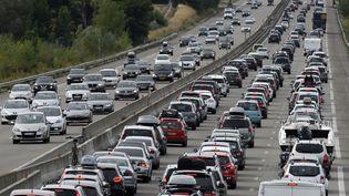 Embouteillages sur l'autoroute A7 le 15 août 2015 à hauteur de Vienne (Rhône). (PHILIPPE DESMAZES / AFP)