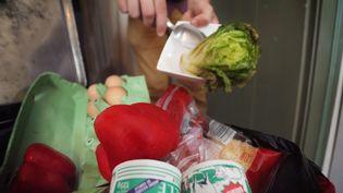 De nombreux aliments finissent à la poubelle. (MAXPPP)