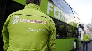 Un bus de la compagnie Flixbus, le 19 mai 2015 à Paris. (THOMAS SAMSON / AFP)