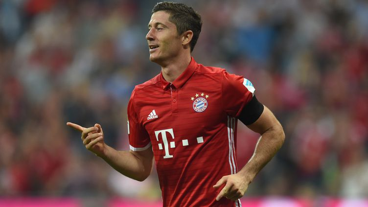 Robert Lewandowski double buteur du Bayern (CHRISTOF STACHE / AFP)