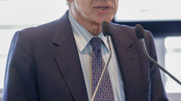 Le docteur Gilles Dixsaut, médecin hospitalier, président du Comité francilien contre les maladies respiratoires, lors d'une conférence sur la qualité de l'air à Paris, le 17 septembre 2019. (S?BASTIEN MUYLAERT / MAXPPP)