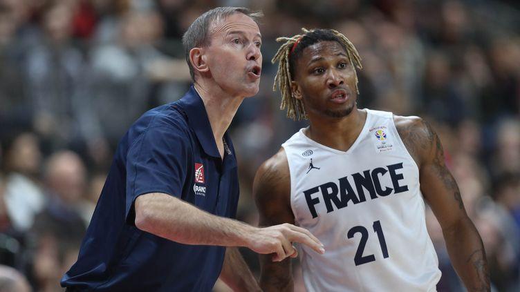 Le sélectionneur de l'équipe de France de basket Vincent Collet avec son meneur Andrew Albicy (LAURENT LAIRYS / MAXPPP)