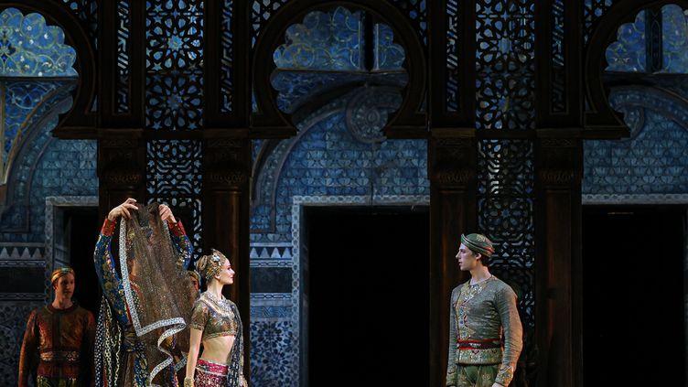 Léonore Baulac et Germain Louvet dans La Bayadère (Svetlana Loboff/Opéra national de Paris)