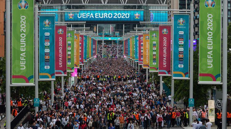 Les supporters anglais quittent Wembley, après la victoire de l'Angleterre face à l'Allemagne, le 29 juin 2021 (WIKTOR SZYMANOWICZ / NURPHOTO / AFP)