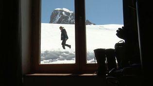 France 3 a rencontré une gardienne de refuge de montagne littéralement coupée du monde depuis le début du confinement. Heureusement, la solitude ne lui fait pas peur. (France 3)