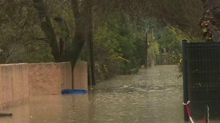 Une semaine après les inondations, trois départements du Sud-Est du pays ont été placés en alerte orange aux fortes pluies : le Var, la Drôme et le Vaucluse. Les habitants s'inquiètent.  (France 2)