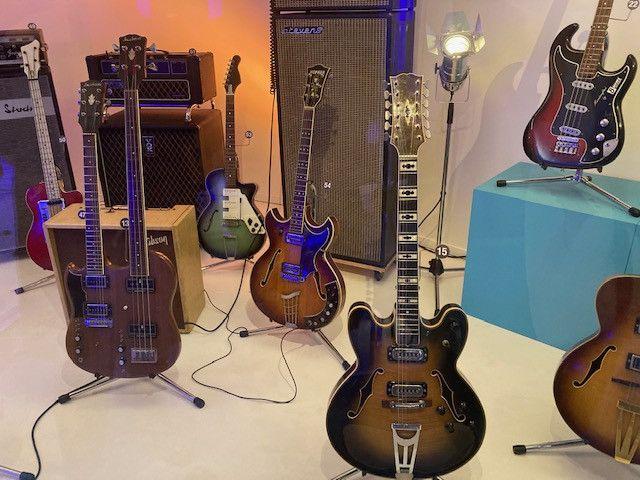 Une superbe collection de guitare est exposée au MuPop, à Montluçon. (INGRID POHU / RADIO FRANCE)
